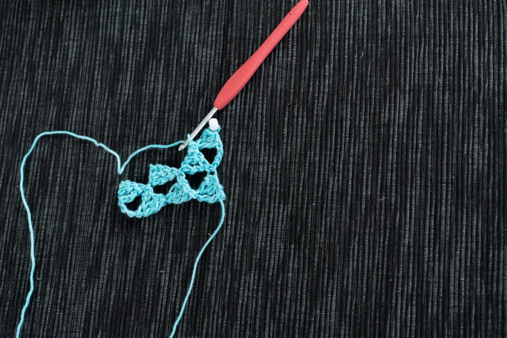 Perle in Dreieck einhäkeln